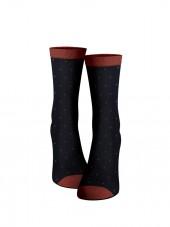calcetines de puntos rojos.