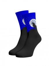 calcetines de lobos. lobo aullando a la luna