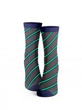 calcetines de rayas oblicuas gris