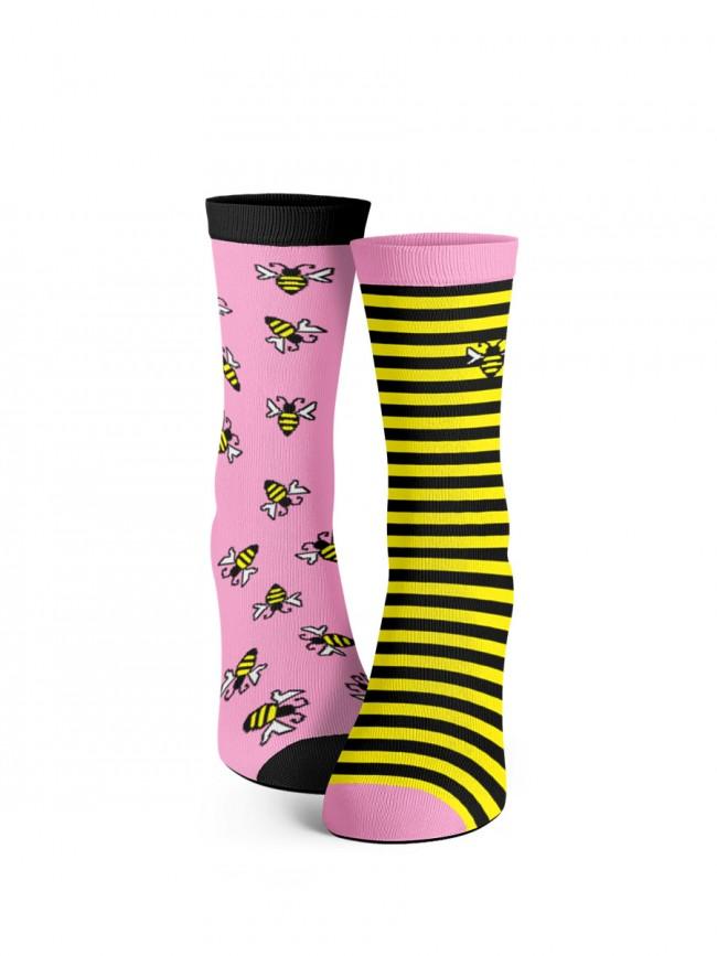calcetines rosas de abejitas