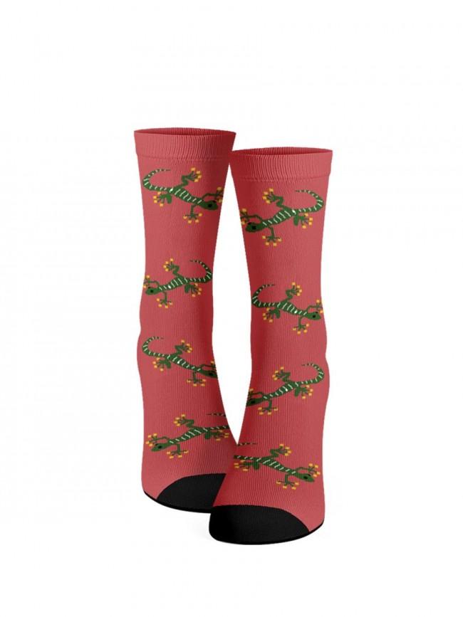 calcetines fucsias de lagartos