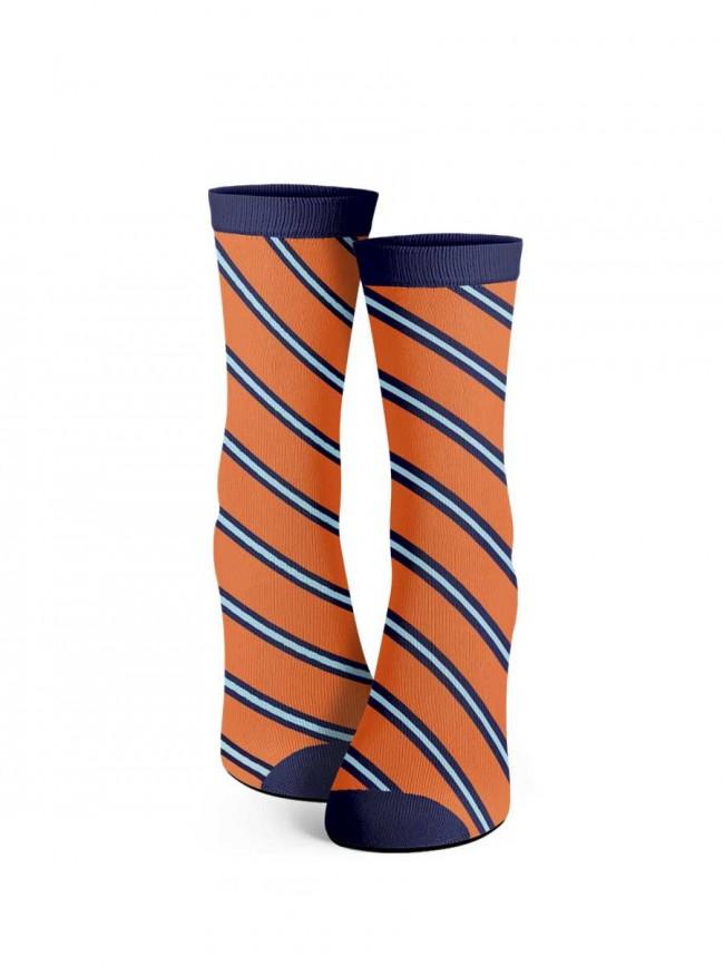 calcetines de rayas oblicuas.
